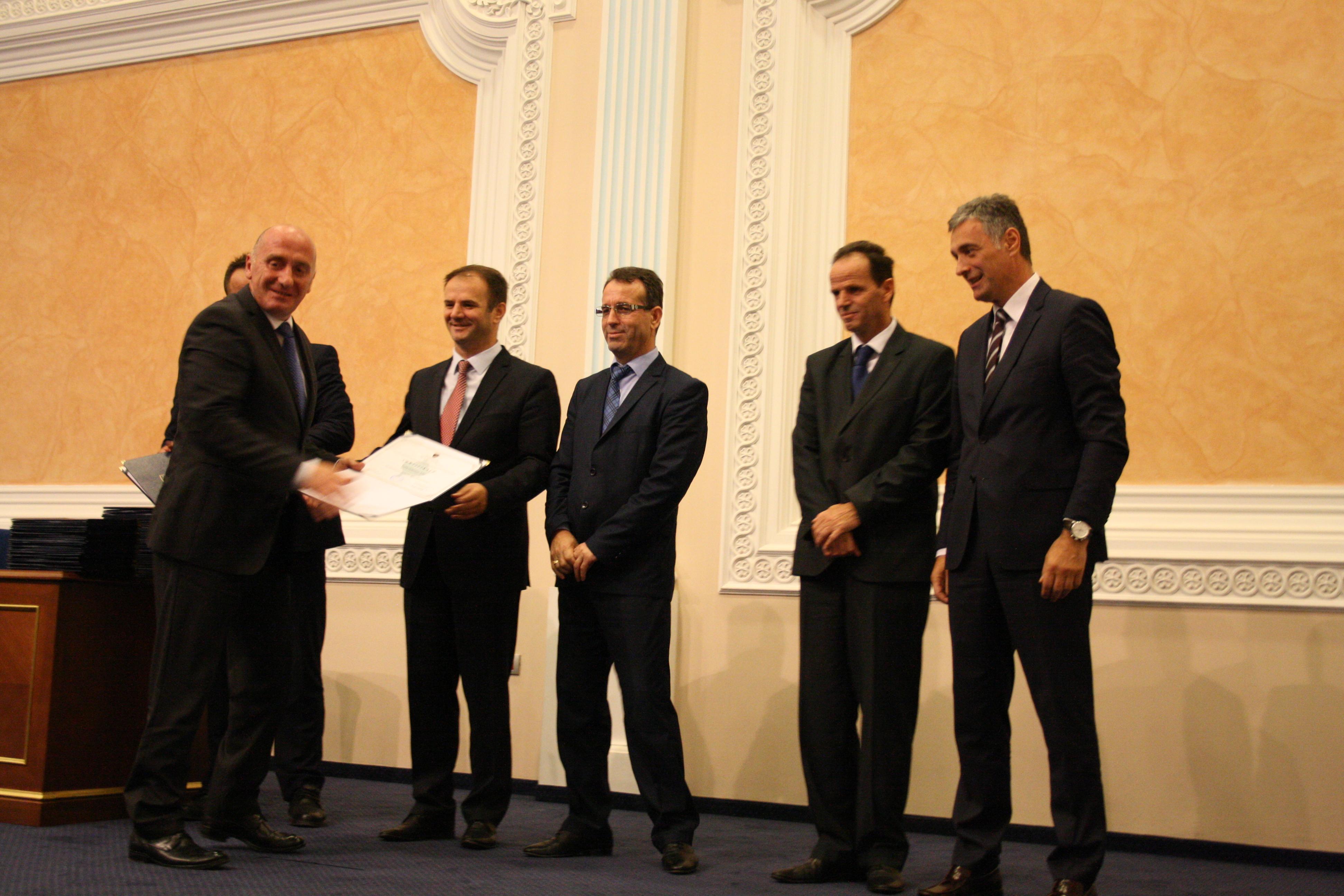 Kryetari Hasani pret kontributin e juristëve të certifikuar