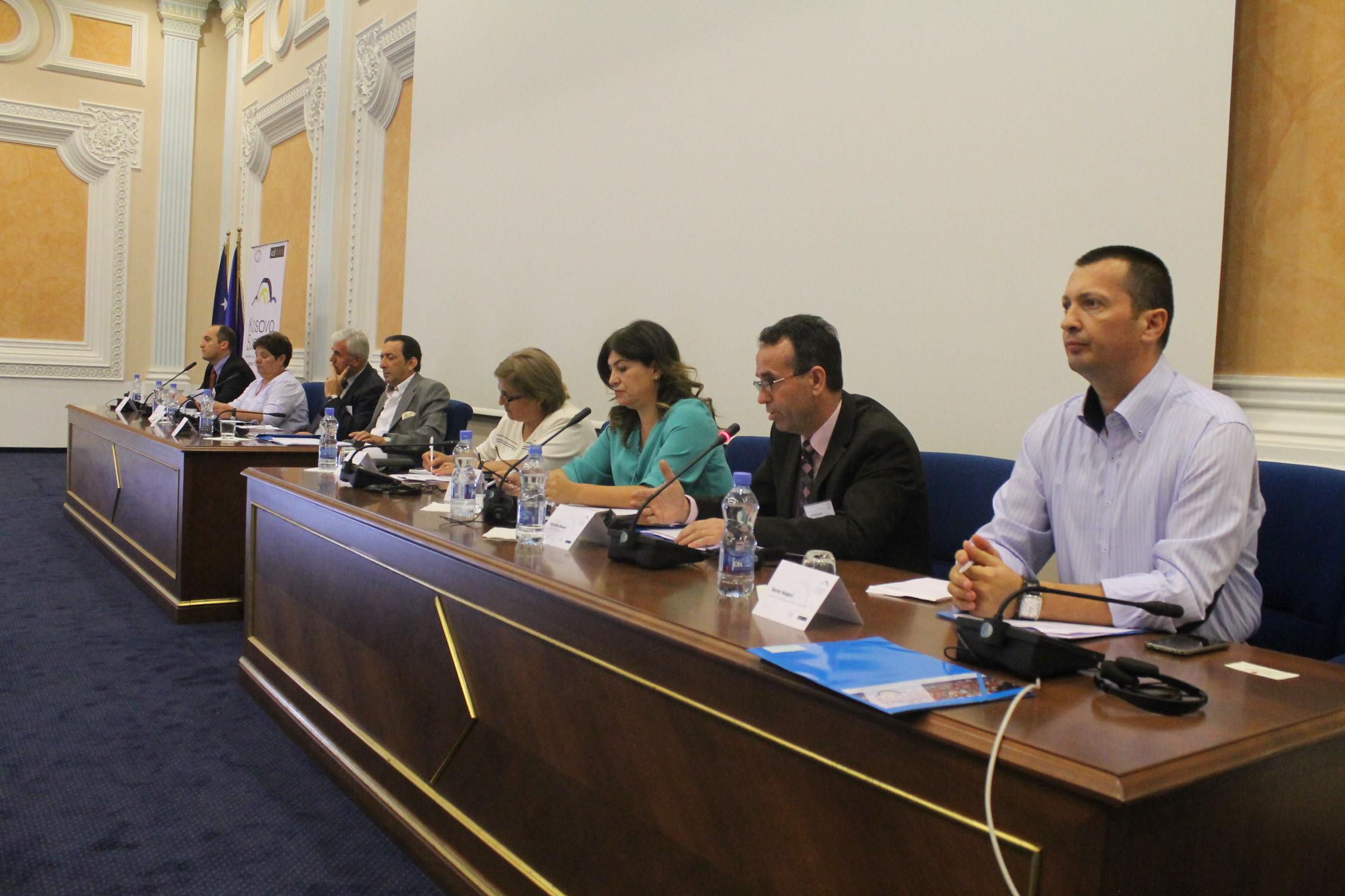 """Vlerësime pozitive për """"Samitin e Kosovës për të drejtën ndërkombëtare dhe të drejtat e njeriut 2015"""""""