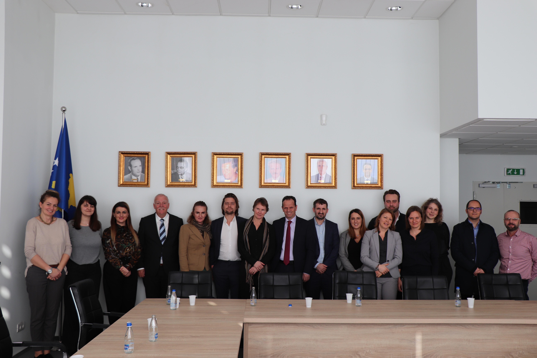 Kryetari Peci diskuton me përfaqësues të OJQ-ve për të drejtat e të pandehurve